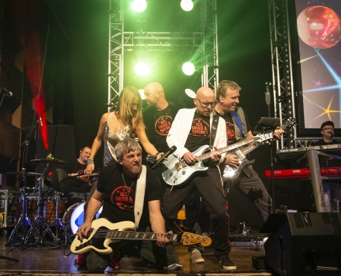 BAYERN 1 Band mit Sängerin Tini Zettler